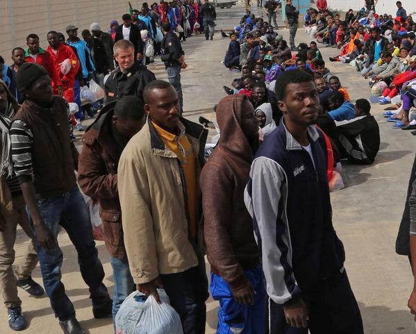 ۷۰۰ پناهجو در آبهای جنوب ایتالیا غرق شدند