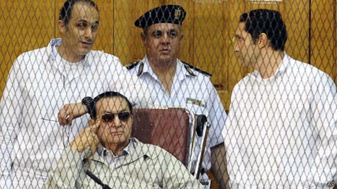 محاکمه مجدد مبارک و پسرانش به اتهام فساد مالی
