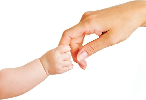 دستهایی که گهوارهها را تکان میدهند