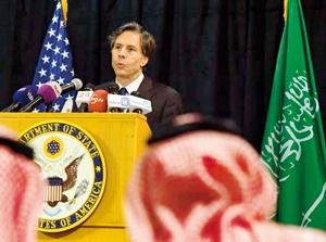 معاون وزیر خارجه آمریکا در سفر به عربستان  خبر  تشدید کمک نظامی این کشور برای حملات به یمن را اعلام