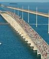 عکس روز: دویدن بر روی پل