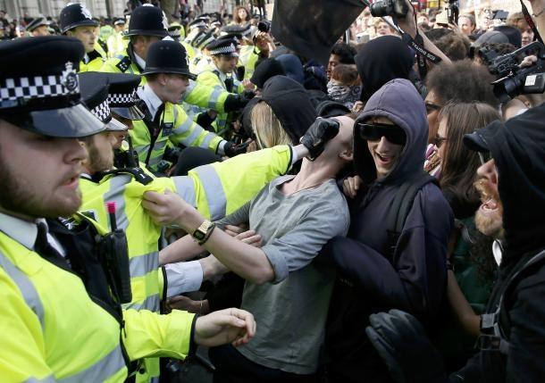 پلیس لندن ۱۷ مخالف سیاستهای ریاضتی دولت انگلیس را بازداشت کرد