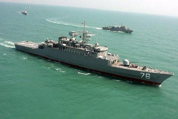 نزدیک شدن قایق تروریستی به «البرز»/ آژیر اعلام جنگ ناوگروه ارتش