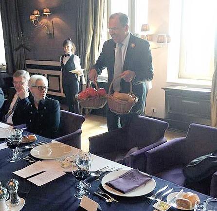 دیپلماسی سیبزمینی؛ هدایای ویژه لاوروف برای کری