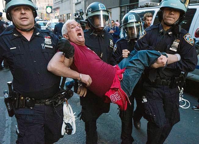 اعتراض های گسترده مردم آمریکا به خشونت و بی رحمی پلیس این کشور