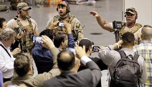 نیروهای ویژه پلیس دالاس محل برگزاری مراسم در منطقه گارلند را قبل از حمله تحت نظر داشتند.