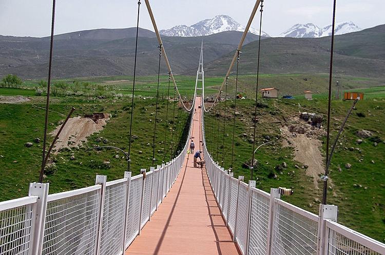 ساخت بلندترین پل معلق خاورمیانه در اردبیل
