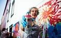 دیوارنگاری زن ۶۵ ساله