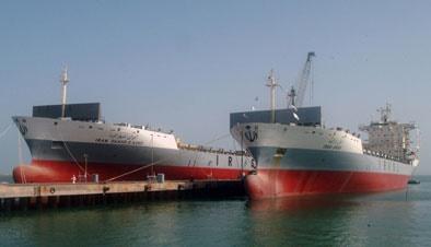 شناور پیشرفته ایرانی برای جمعآوری آلودگی نفتی به آب انداخته شد