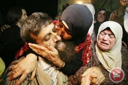 ۴۲ روز اعتصاب غذای جوان فلسطینی همراه با دستبند