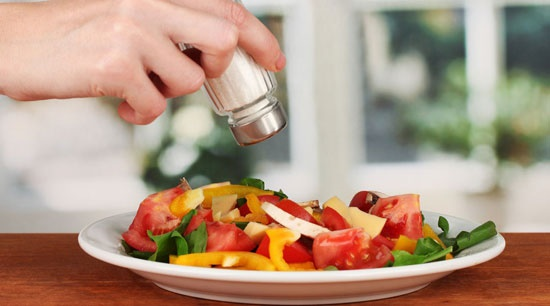 ۹ توصیه برای کاهش نمک مصرفی