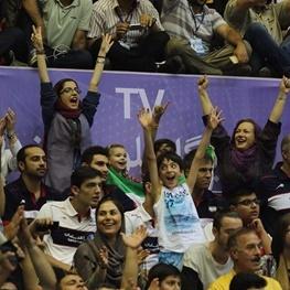 روایت خانم و آقای ایرانی - روسی از تماشای بازی تیم ملی والیبال و آمریکا در آزادی