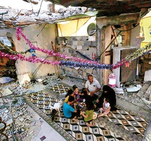 فلسطینیهای ساکن غزه با ادامه محاصره این منطقه از سوی رژیم صهیونیستی ماه رمضان را در میان ویرانه خا