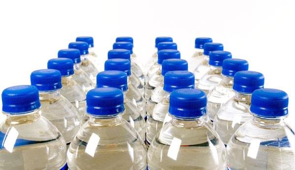 هشدار نسبت به خرید آبهای معدنی غیراستاندارد در مترو!