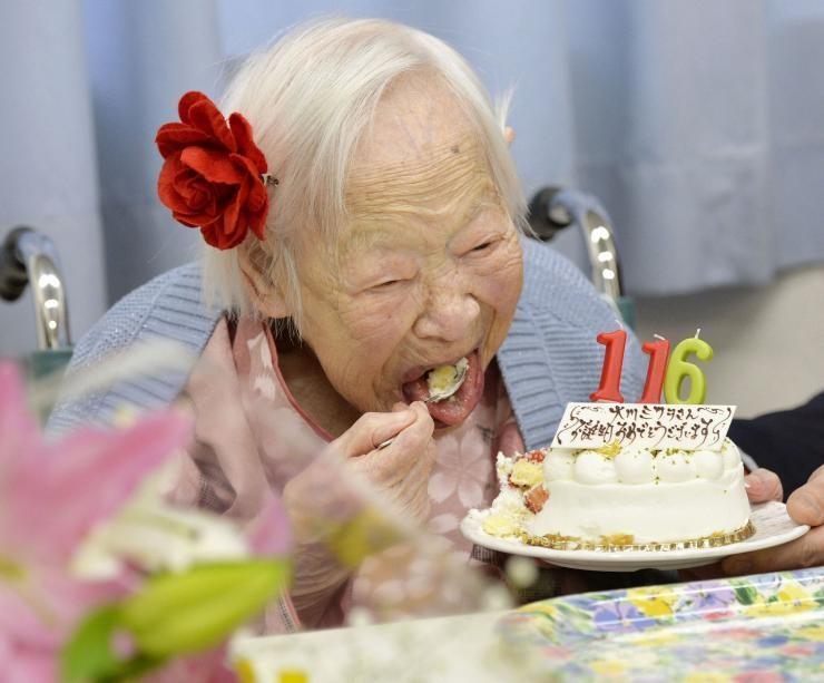 چرا پیرترین افراد زنده معمولاً زن هستند؟