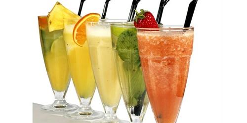 آشنایی با نوشیدنیهای فصل گرما؛ خوبها و بدها