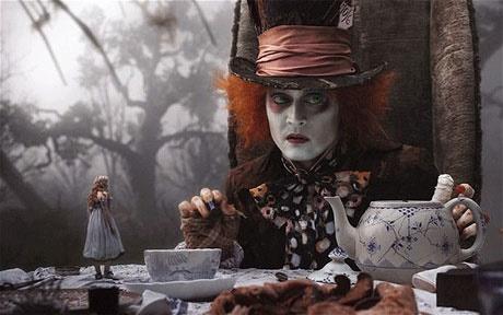 آلیس در سرزمین عجایب ؛ رمان یا بیماری؟