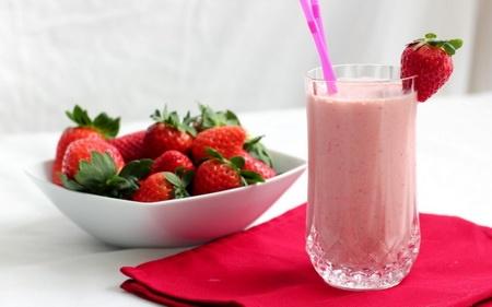 شیر توتفرنگی