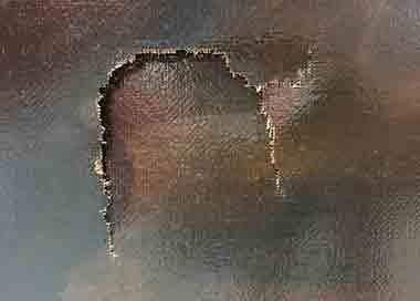 تابلوی ۳۵۰ساله توسط یک پسربچه سوراخ شد