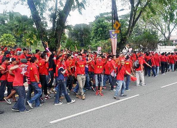 تجمع سرخ جامگان حامی دولت در مالزی