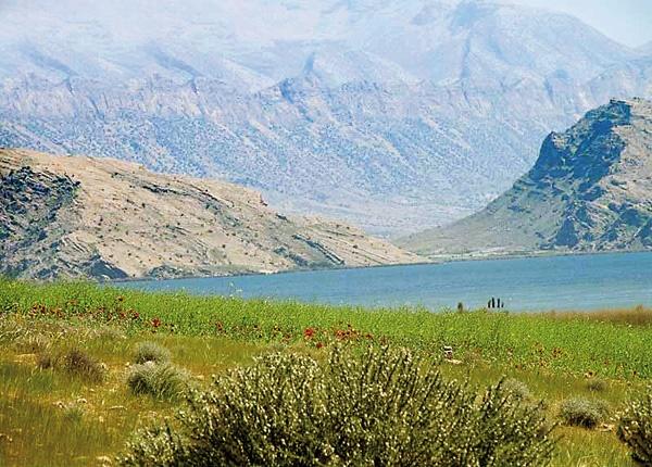 تخریب اراضی پارک ملی ارژن و پریشان به بهانه ساخت هتل