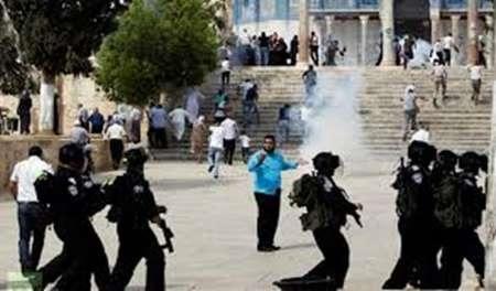 ادامه یورش صهیونیست ها به مسجدالاقصی و نمازگزاران فلسطینی