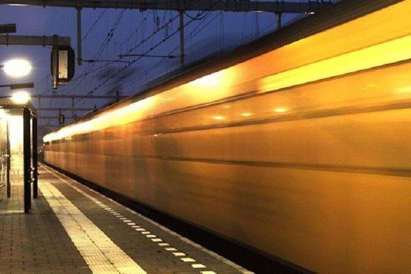 قطارهای برقی با انرژی بادی حرکت میکنند