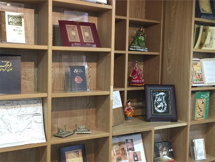 برگزاری نمایشگاه کتاب ،آثار خطاطی و صنایع دستی ایران در کتابخانه مرکزی شهر سئول