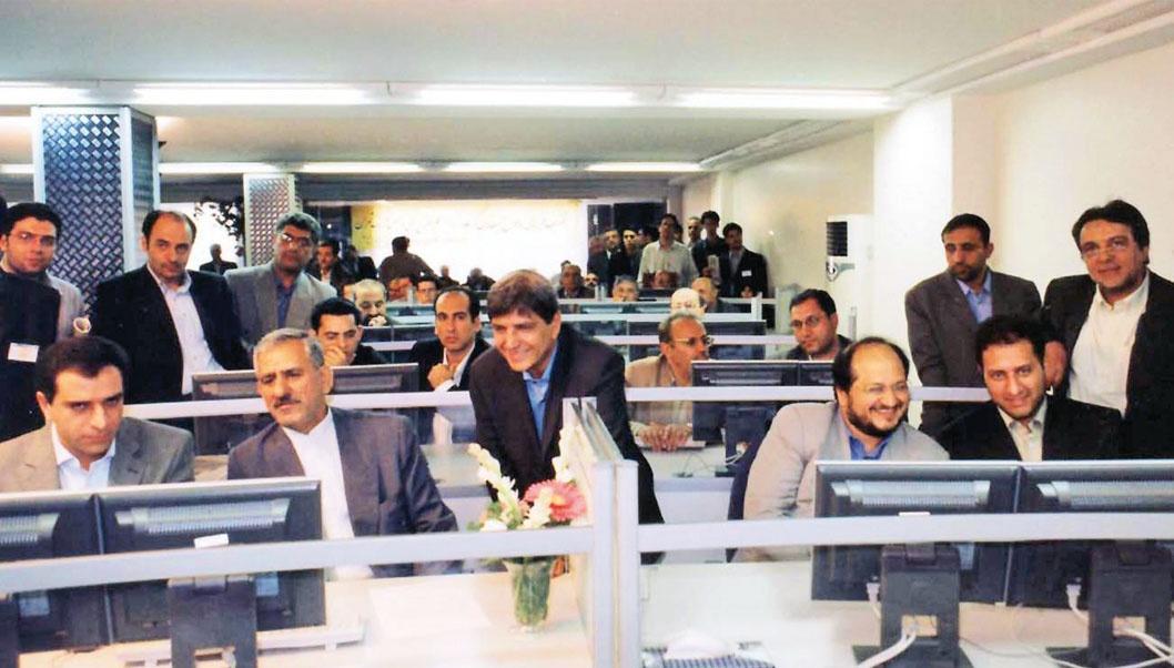 محمد شریعتمداری معاون اجرایی رئیسجمهور و وزیر سابق بازرگانی در مراسم افتتاح بورس کالا(فلزات) در سال