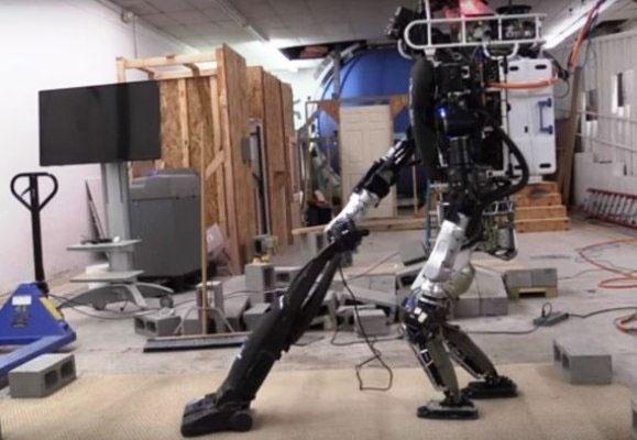 این روبات جاروبرقی میکشد