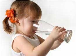 تاثیر نوشیدن آب بر چاقی دوران کودکی