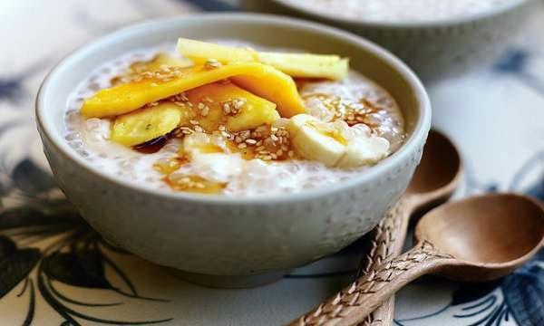 آشنایی با روش تهیه دسر موز در شیر نارگیل (دسر تایلندی)