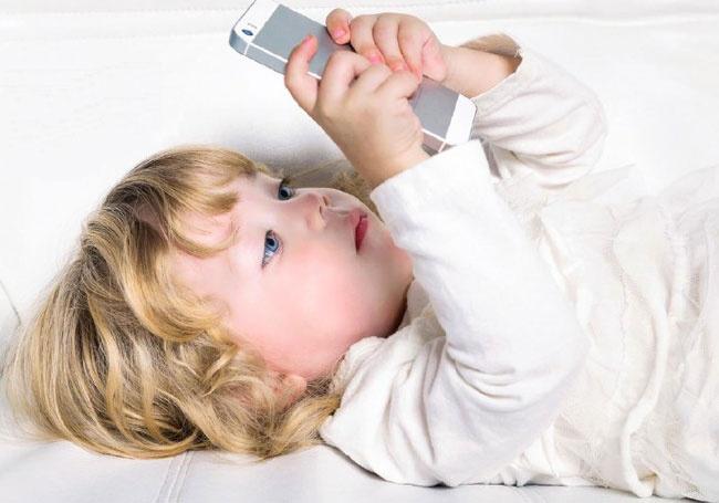 کودکان و صفحه نمایشهای لمسی | مراقب باشید