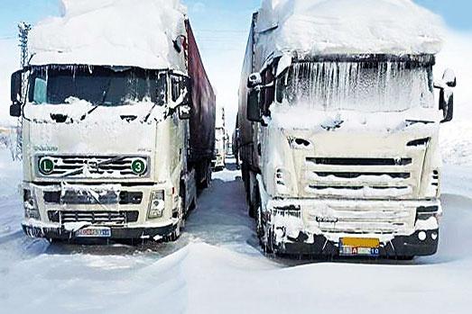 صف ۵۰ کیلومتری کامیونها در مرز ایران و ترکیه
