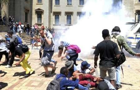 تظاهرات دانشجویان در آفریقای جنوبی برای اصلاحات آموزشی و کاهش شهریهها