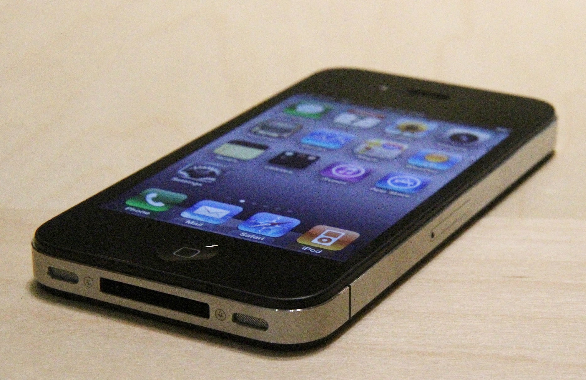 iphone ۴