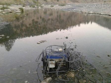 متخلفان صید ماهی با موتور برق در بانه دستگیر شدند