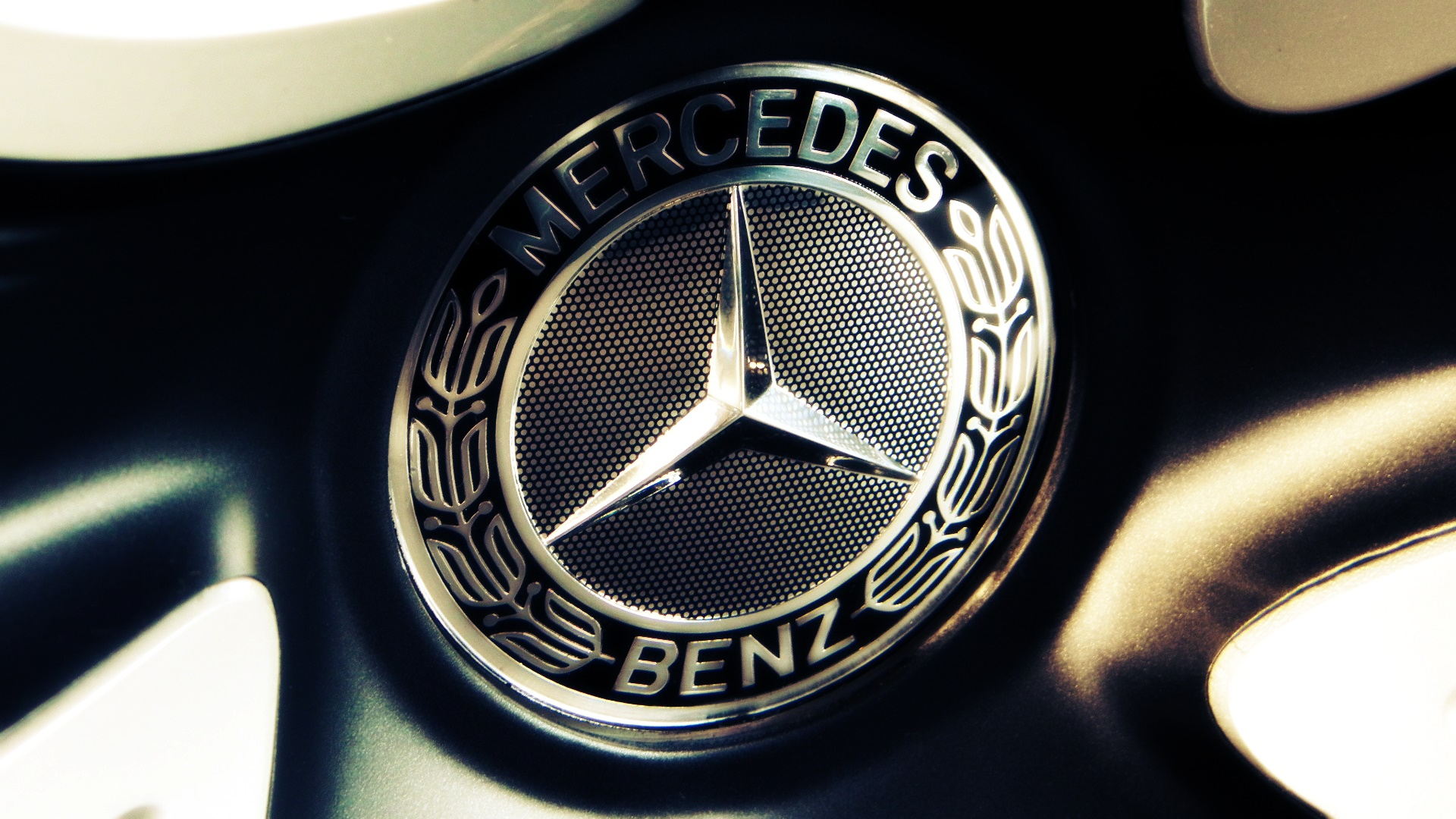 آشنایی با شرکت خودروسازی مرسدس بنز