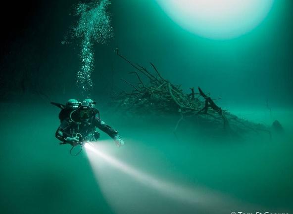 کشف رودخانهای در اعماق آب