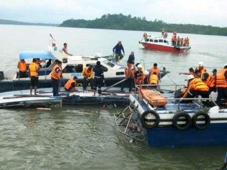 شمار تلفات قایق غرق شده اندونزی به ۵۴ نفر رسید