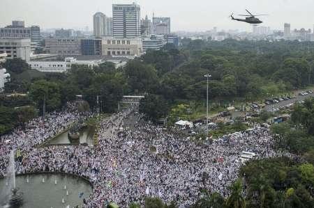تظاهرات دهها هزار اندونزیایی در اعتراض به توهین به مقدسات اسلامی