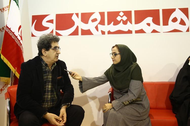 گفتگوی همشهریآنلاین با فریدون صدیقی در نمایشگاه مطبوعات
