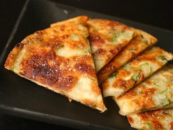 پیتزا پنکیک پیازچه