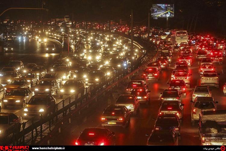 ترافیک نمایشگاه بینالمللی تهران در بزرگراه چمران