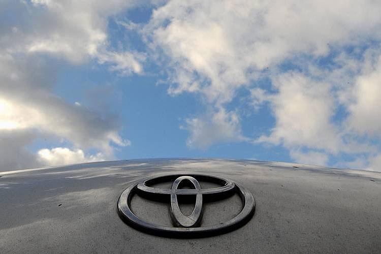 قیمت انواع خودروی وارداتی تویوتا ۲۰۱۶