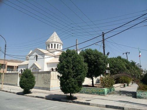 نواختن ناقوس کلیسای تاریخی آبادان به احترام تنها خانواده مسیحی شهر