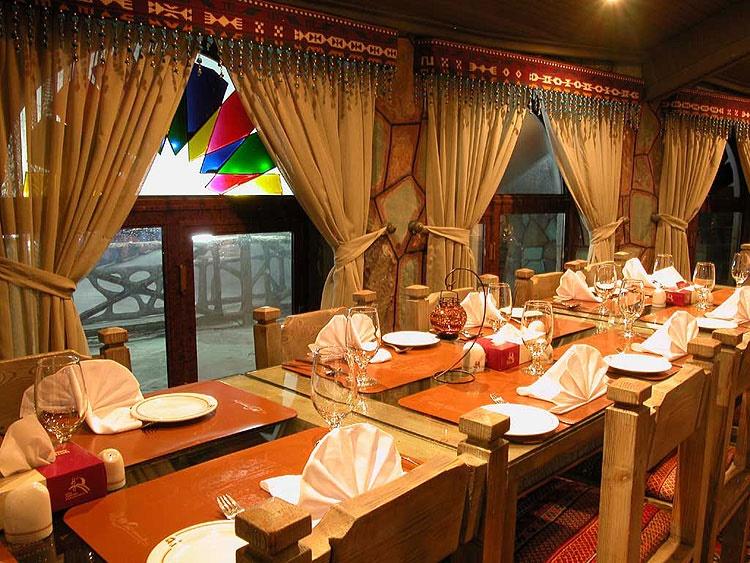 رستورانِ هتلها مجاز به گرفتن حق سرویس هستند؟