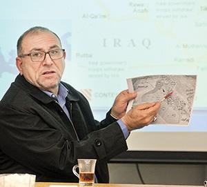 . محمد مهدی البیاتی، وزیر حقوق انسانی در دولت مالکی و از فرماندهان حشدالشعبی