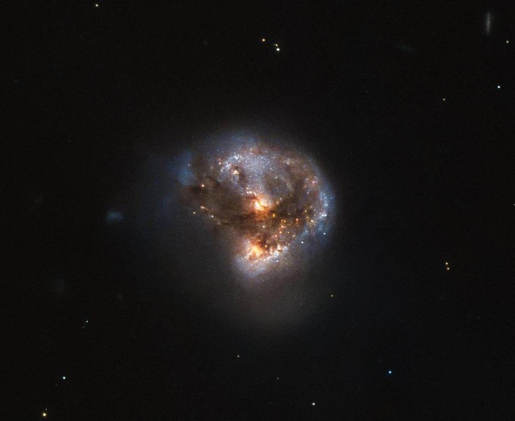 تصویر هابل از یک توپ لیزری کیهانی