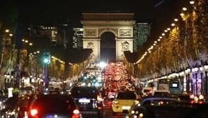 تضاد مرکز و حومه پاریس بر سر ترافیک و آلودگی هوا